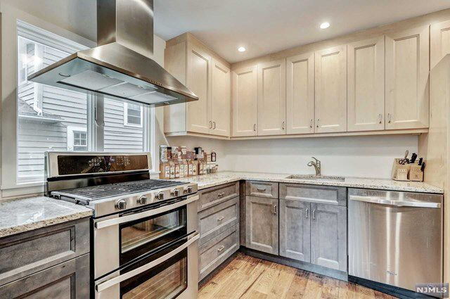 Https Www Redfin Com Nj Teaneck 1103 Sussex Rd 07666 Home 35864901 Utm Source Ios Share Utm Medium Share Utm Nooverride 1 Home Decor Kitchen Kitchen Cabinets