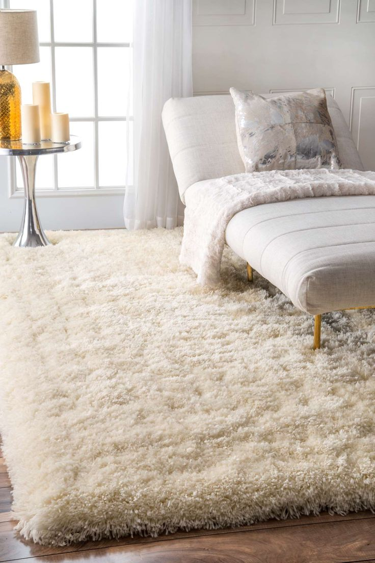 Add a luxurious comfort to your interior with this ultra-plush, fluffily speckled shag rug. Hand-tufted and made of 100 percent polyester, this rug offers a perfect high pile and comfort with an excellent ease-of–care, for the most high-traffic areas of your home.