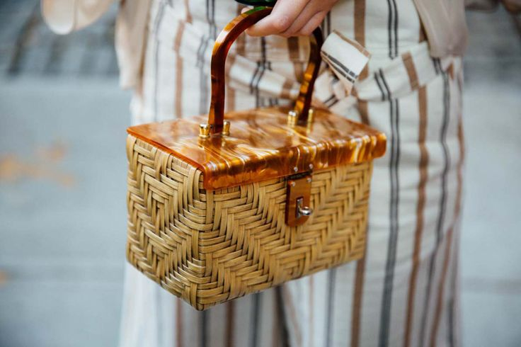 My obsession with straw bags has evolved over the last year. First, it was simple straw satchels. Then, it was souvenir straw totes, Andnow, wicker box bags with lucite details have consumed me! This post is actually a cry for help as I've fallen down a deep rabbit hole, scouring the web for these