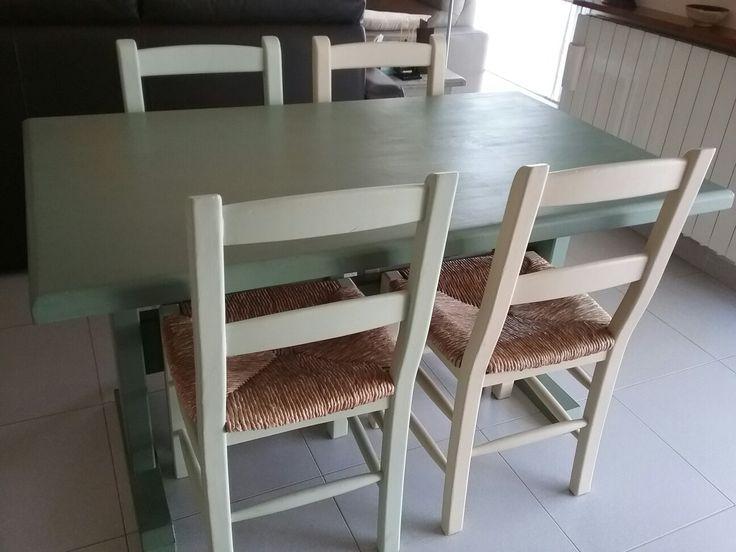 taula i cadires pintades amb chalk paint