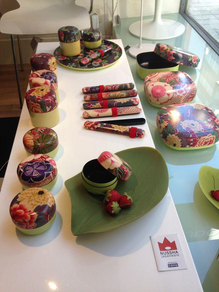 Colección de cajitas y bandejas ¨Nussha¨, enteladas en su superficie por trozos de kimono original japonés.