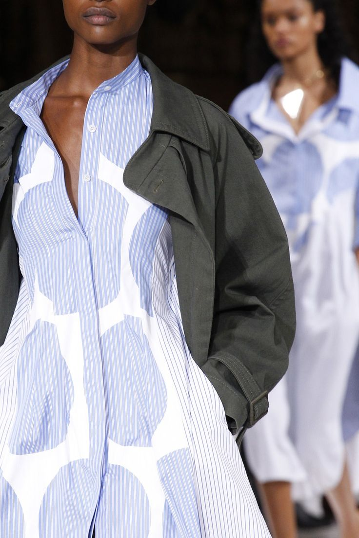 See detail photos for Stella McCartney Spring 2017 Ready-to-Wear collection.
