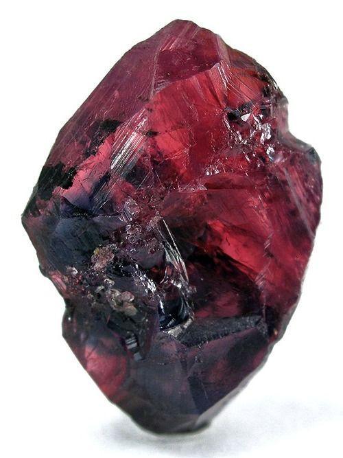 El color en esta Ruby es la misma que mi anillo de bodas. Me encanta el color rosa oscuro en lugar del rojo vibrante.