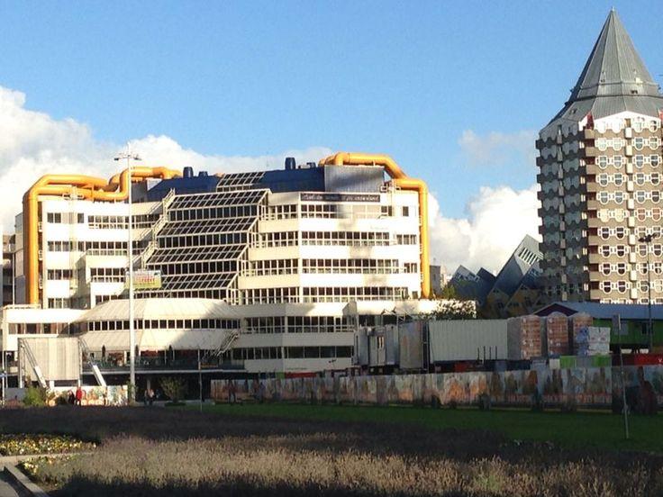 Blaak: de Centrale Bibliotheek en het Potloodhuis.