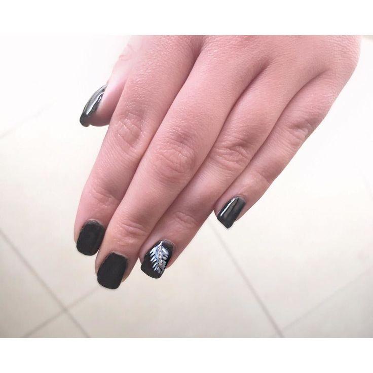 Τα πιο όμορφα μαύρα νύχια με σχέδια μόνο στο @homebeaute ! Για ραντεβού ομορφιάς στο σπίτι σας τηλεφωνήστε  215 505 0707 . . . #myhomebeaute #μανικιουρ #σχεδιασμούνύχια #μανικιούρ #γυναικα #γυναικα #ομορφια #ομορφιά #νυχια #νύχια #χειμωνας #χειμώνας #μανικιούρ #μωβ