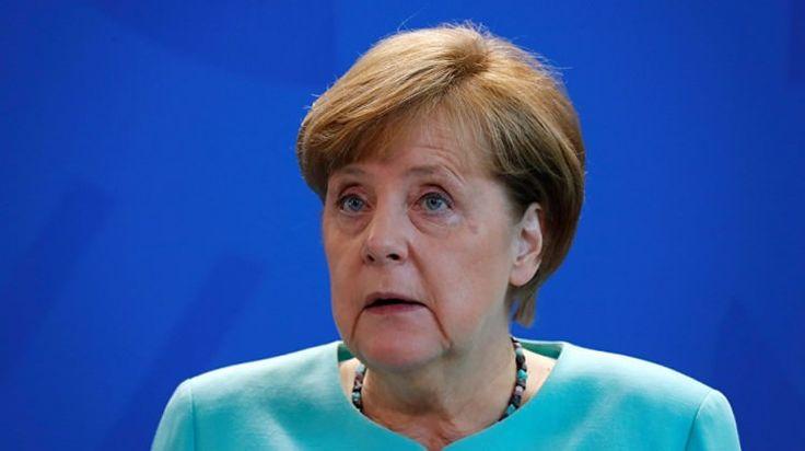 Türkiye'nin firari Adil Öksüz için nota vermesinden birkaç saat sonra Merkel'den Gümrük Birliği tehdidi geldi. TürkiyeileAlmanyaarasındaki gerilim karşılıklı düelloya dönüştü.15 Temmuzdarbe girişiminin bir numaralı isimlerindenAdil Öksüz'ün iadesi için verdiği notadan saatler sonra Almanya'dan daGümrük Birliğiçıkışı geldi.   #adil öksüz #Almanya #Merkel #nota #şantaj