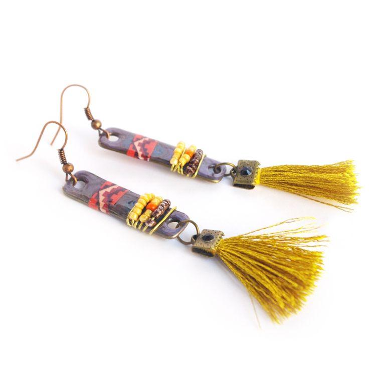 Le produit boucles d'oreilles tribal native american perles indiennes motif indien géométrique rouge chevron pompon rectangle bleu est vendu par Cocoflower's Sh  Tictail vous permet de créer gratuitement en ligne un shop de toute beauté sur tictail.com
