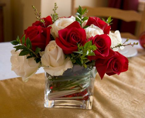 How To Create Your Own Flower Arrangements - Perfect for the Holiday Table! #DIY