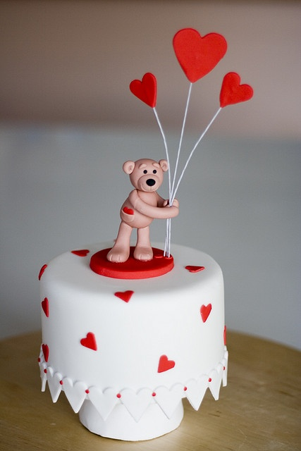 Valentines Cake by Rouvelee's Creations, via Flickr Adorable! We love!   #love #heart #valentine #cake