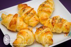 Je vous propose aujourd'hui de découvrir une deuxième recette de mini croissants. Après les mini-croissants au chorizo et à la féta, voici des mini-croissants aux lardons et au reblochon. Ces croi...