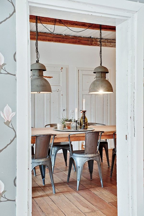 A Swedish cottage with a beautiful mix. Pendants maybe too heavy for my taste, but I love those French industrial metal chairs