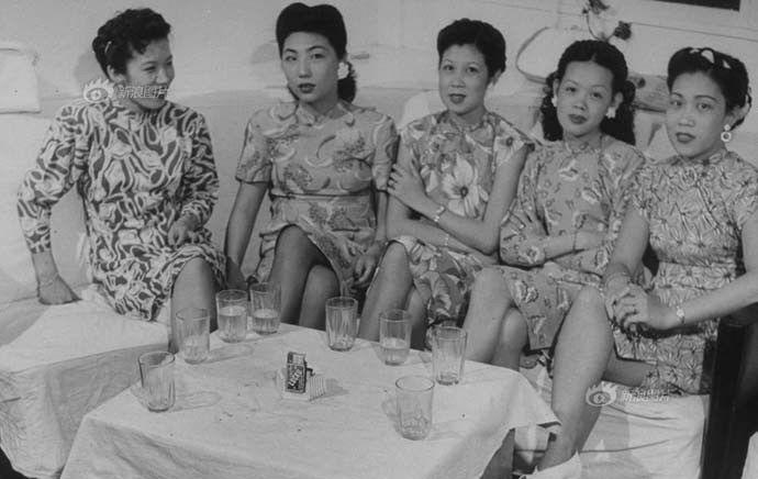Asian Women In Vintage Cheongsam에있는핀