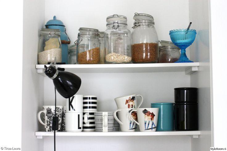 keittiö,keittiön järjestys,keittiön säilytys,säilytyspurit,kahvimukit,iittala,marimekko,pentik,seinähylly