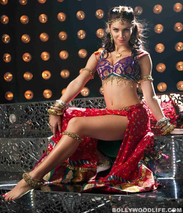 Beautiful #Brit #Bollywood Dancer, Actor Scarlett @scarbotty Wilson