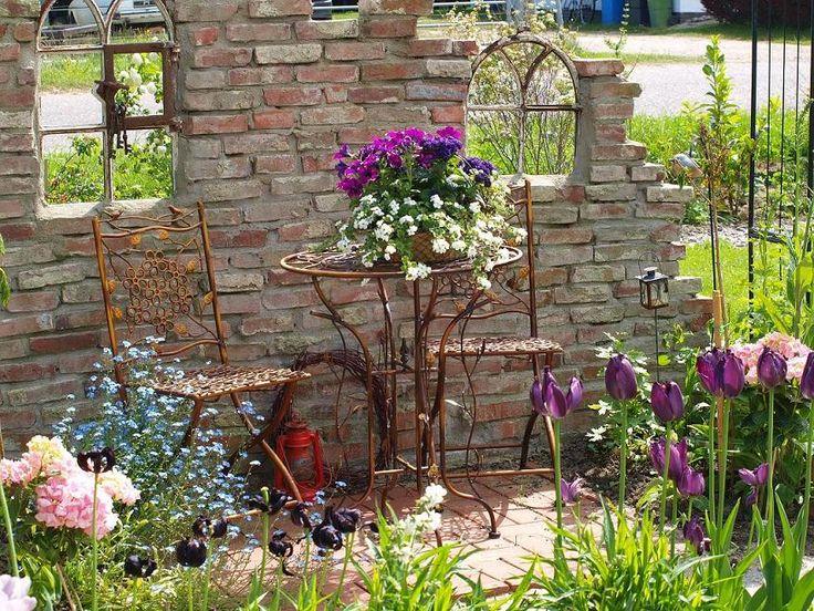 Frühling an der Ruinenmauer - Bilder und Fotos