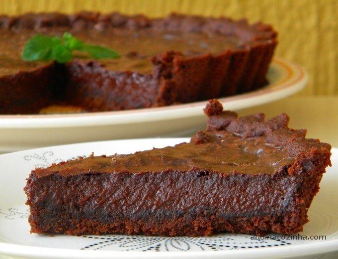 Aprenda a fazer essa receita de torta de chocolate que é bem fácil e deliciosa