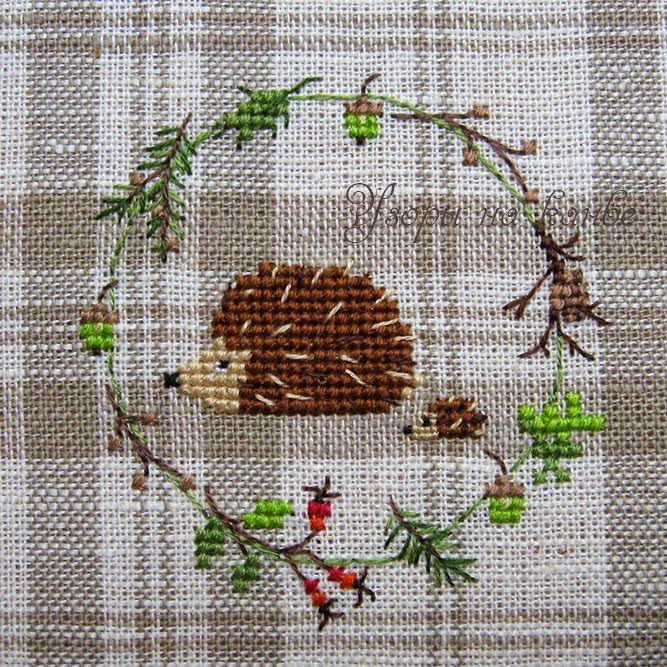 Cross stitch hedgehog ... and garland  :)