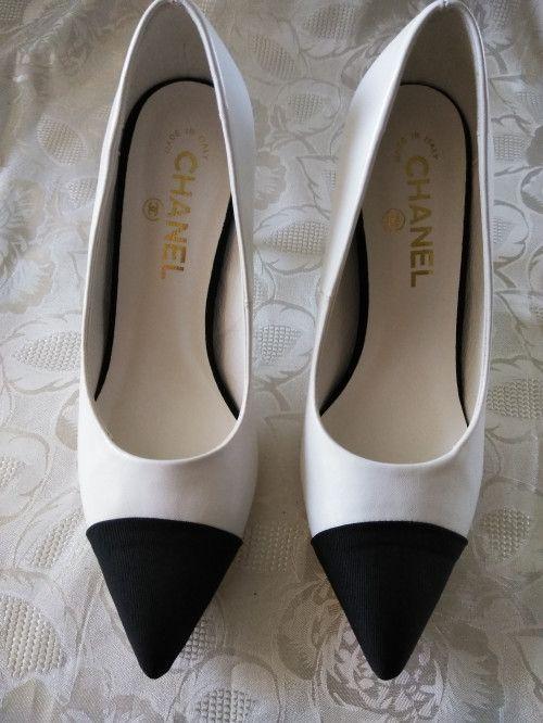 Vintage Chanel Pumps shoes white black
