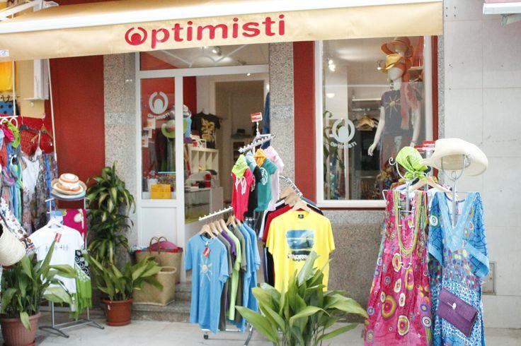 La tienda en verano 2013  Camisetas y ropa de playa en Optimisti La Carihuela Torremolinos