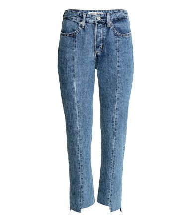 Denimblauw. CONSCIOUS. Enkellange jeans van gewassen denim met een zichtbare naad overlangs op de pijpen en een onafgewerkte, asymmetrische rand onderaan.