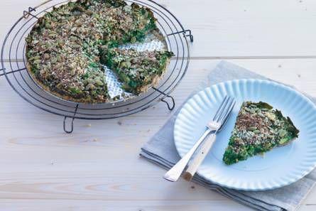 Glutenvrije spinazietaart met avocado en zaden (bodem van hazelnoot & amandelen)