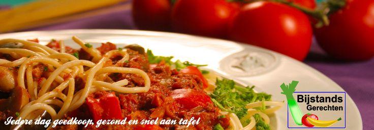 Debby's macaroni-spinazieschotel | www.bijstandsgerechten.nl - met vega spekjes