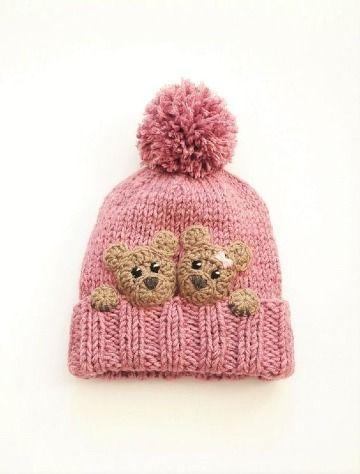 Preciosos diseños de gorros con pompones para bebe  ede0ad35414