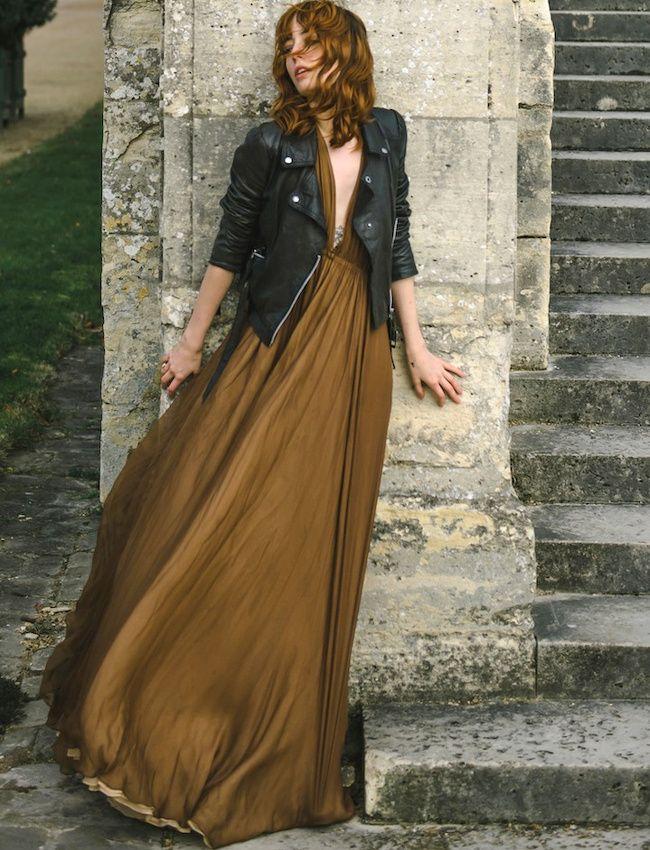 Les robes longues de soirée gagnent à se voir réchauffées d'un perfecto en cuir (photo Miss Pandora)