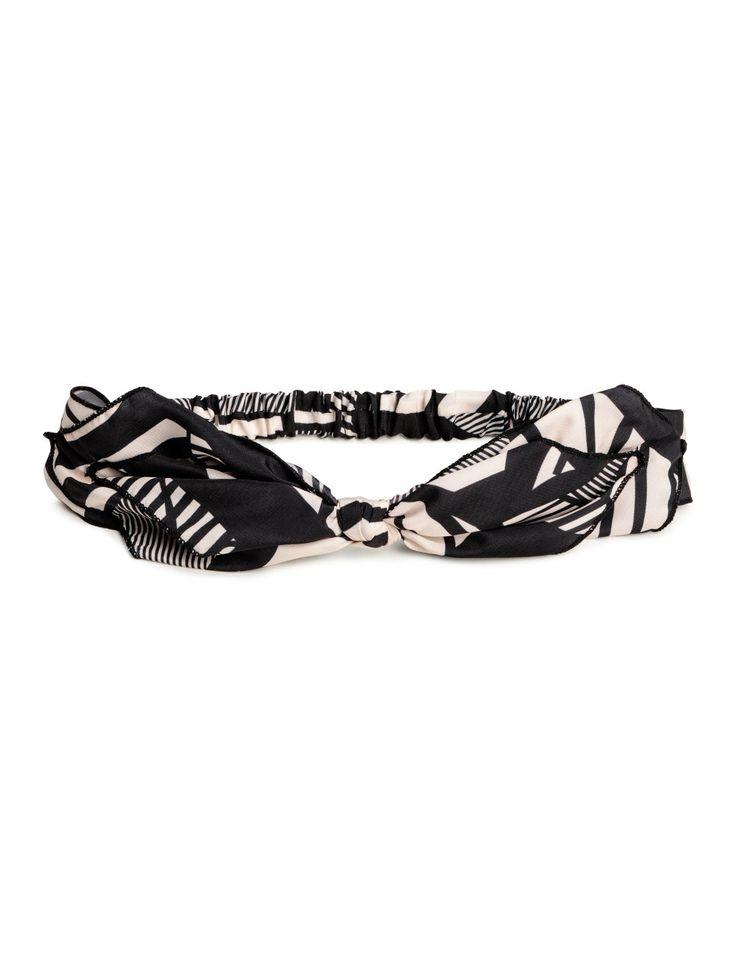Kolla in det här! Ett hårband i satin med knytdetalj fram. Klädd resår bak. - Besök hm.com för ännu fler favoriter.
