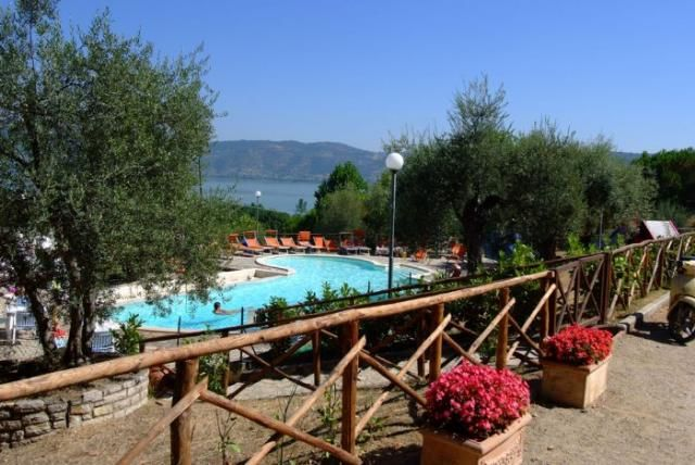 *** Camping Villaggio Cerquestra aan het Trasimenomeer in Monte del Lago in Umbrië, Italië #Trasimeno | www.regioneumbria.eu