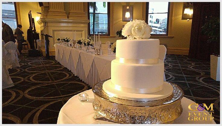 Wedding Cake at Customs House Brisbane Magnifique DJ | Wedding Reception | G&M DJs #GMDJs #BenShipway #CustomsHouse #BrisbaneWedding