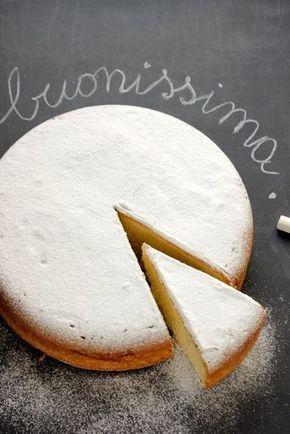 A volte bastano poche parole anche per descrivere una ricetta. La prima volta che ho fatto questa torta risale a tantissimo tempo fa, quando acquistai uno dei primi libri sulla pasticceria messi s…