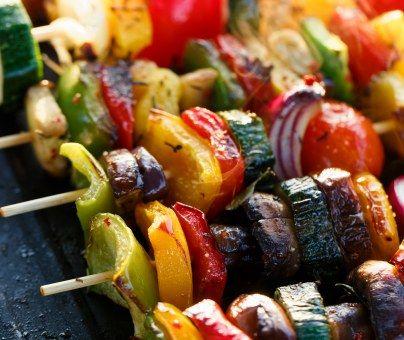 courgette, poivron rouge, poivron, poivron, aubergine, huile d'olive, herbe aromatique, sel