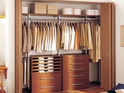 とにかくたくさんの洋服を吊るしたいなら、ウォークインクローゼットより壁面収納(アイシェルフ/パナソニック)