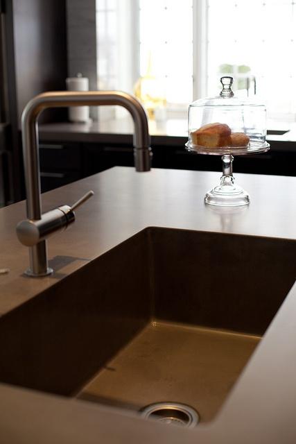 Large Kitchen Sink by JM Lifestyles, via Flickr