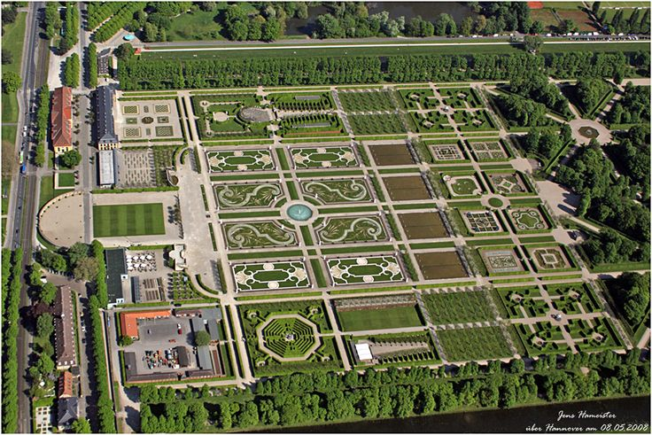 Another great aerial of the Baroque garden of the Royal Gardens in Hanover, Germany. By Jens Hameister on May 8, 2008. Great details of the maze, the shakespeare stage, and the rose garden.