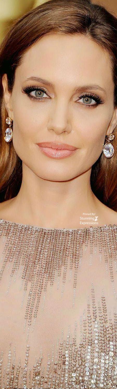Angelina Jolie la estrella de la pelicula malefica