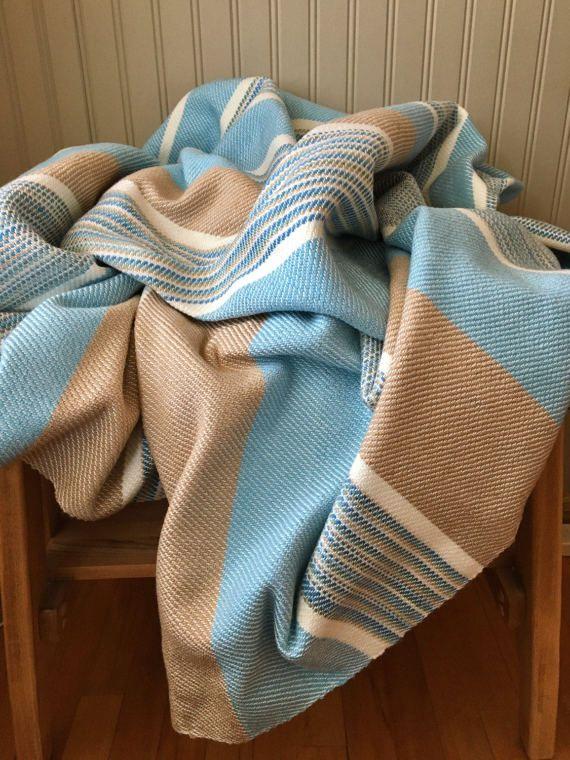 Jeté couverture de laine d'acrylique de qualité.