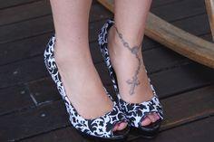 Ideia de customização para cobrir sapatos com tecido | UMA CASA IGUAL A SUA