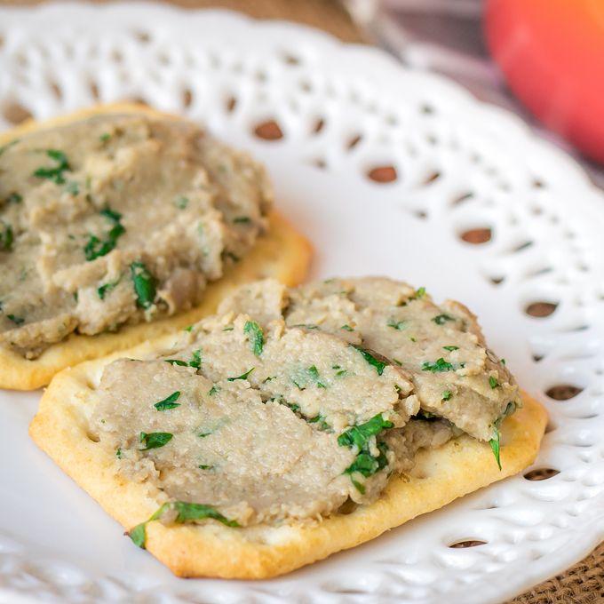 """Aprende a preparar un paté de champiñones con cilantro y lima. Tiene un sabor muy fresco y exótico. Genial como aperitivo, untado en unos """"crackers""""."""