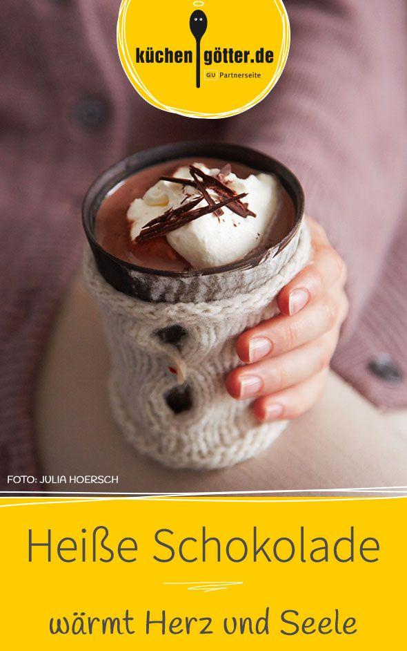 Ein Tässchen heiße Schokolade kann die Welt natürlich nicht verändern. Aber sie sorgt dafür, dass sie uns Schluck für Schluck freundlicher und heller erscheint und zwar mit unserem Rezept für heiße Schokolade.