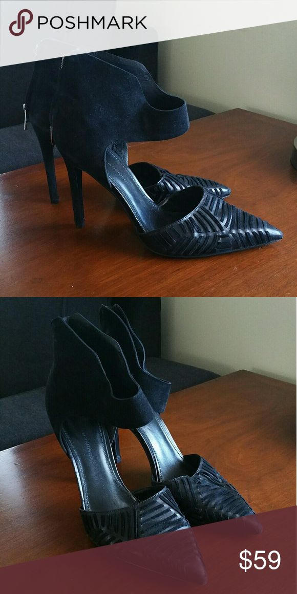 Sigerson Morrison 10 Black Suede Woven Heels Pointed toe, woven leather detail in the front. Zip closure on the back. Black suede. Great model.  Previously loved. The tips and heels have some scuffing. Overall good condition. Size 10 Model Galcia. Sigerson Morrison Shoes Heels