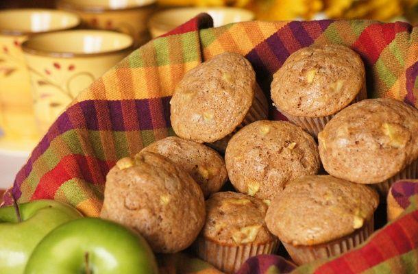 Almás, zabpelyhes muffin egészséges hozzávalókból | femina.hu