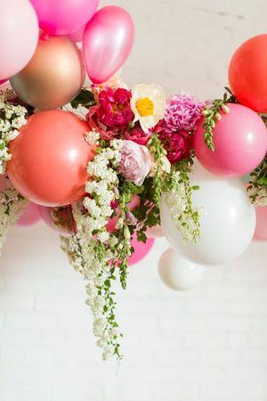 お花を使ったガーリーなデコレーション♡二次会の会場のバルーン装飾のアイデア一覧♡披露宴や1.5次会にもOK!