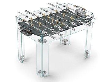 Το ποδοσφαιράκι δεν αφορά μόνο τις αίθουσες παιγνιδιών αλλά και τους σχεδιαστές πολυτελών αντικειμένων, όπως αποδεικνύεται από το Cristallino Gold football table με χρυσό 24 καρατίων σε πολλά από τα μεταλλικά του σημεία. Είναι minimal,