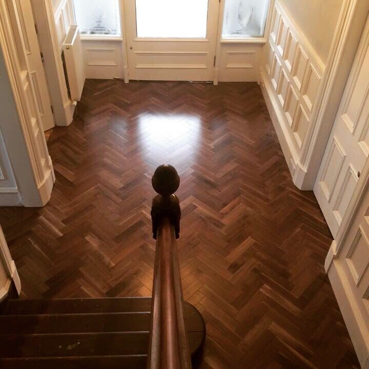 Beautiful and classic look to this herringbone walnut looking just fantastic as a hallway flooring