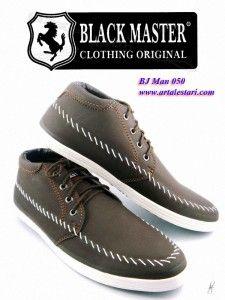 Sepatu Casual Pria MurahToko sepatu casual online kami menjual berbagai macam bentuk model sepatu casual untuk Anda. Model sepatu pria casual cocok digunakan untuk jalan dan bersantai bersama kerabat dan teman Anda. Sepatu casual pria dengan kwalitas dan harga yang terjangkau.