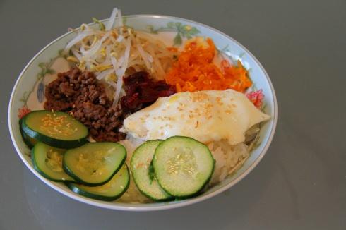 Easy Korean Bibimbap http://dailyezcooking.wordpress.com/2013/05/30/easy-korean-bibimbap/