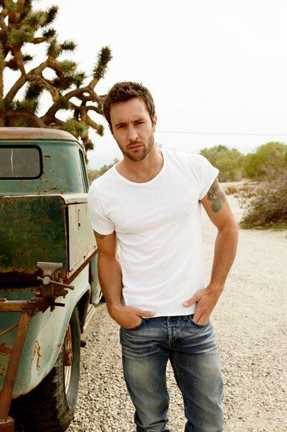 Alex O' Loughlin  What a babe... and he's Australian ;)