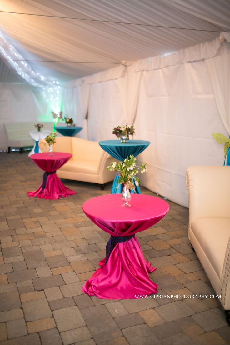 Love this colorful lounge area! A great way to invite guests to mingle...